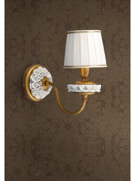 Classic wall lamp in gold leaf with porcelain flowers 1 light Ap 154/1