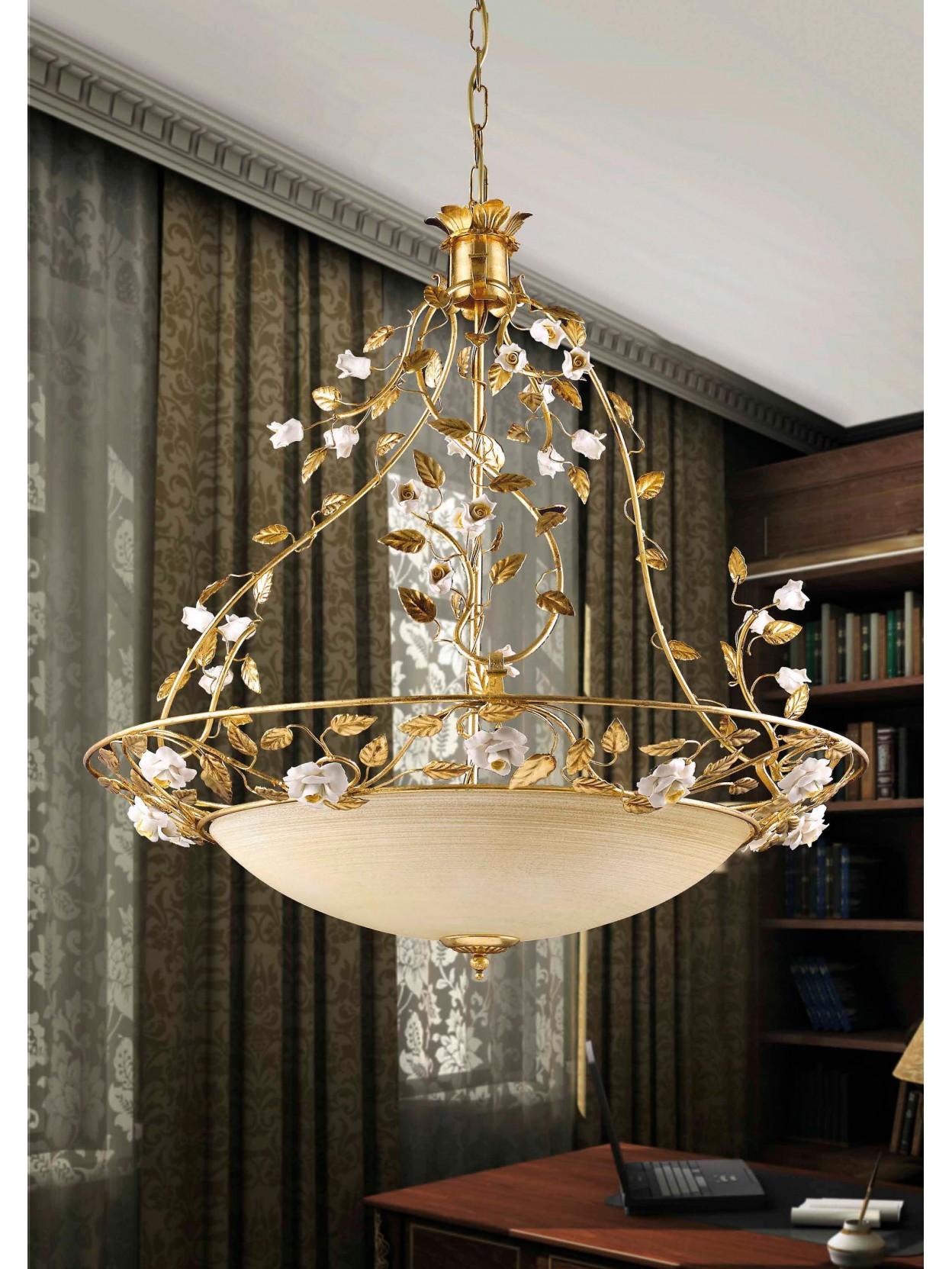 Lampadario classico in ferro battuto e porcellana 4 luci for Lampadario classico